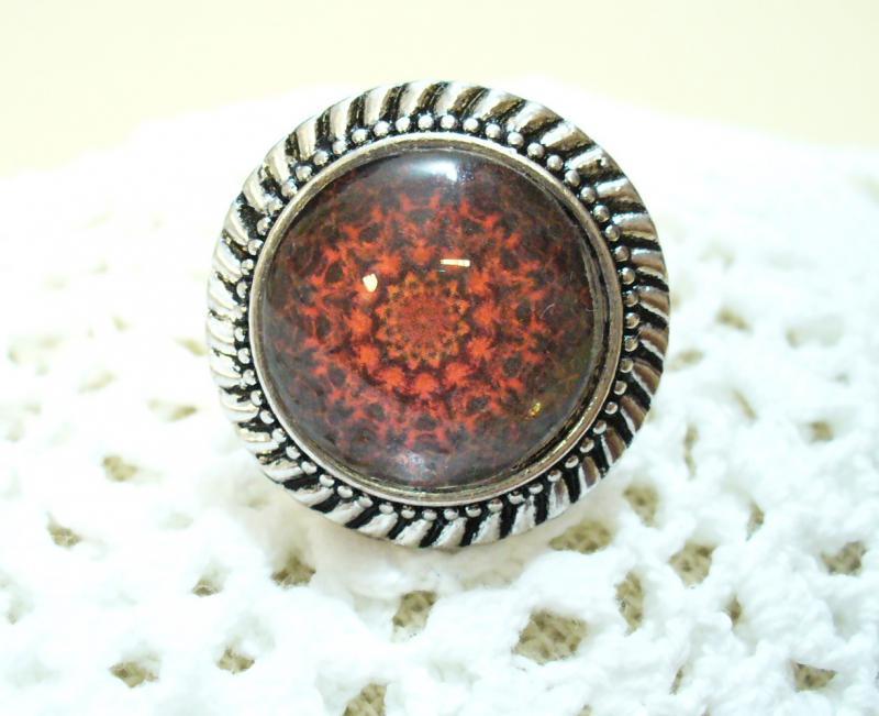 Ezüst és vörös gyűrű
