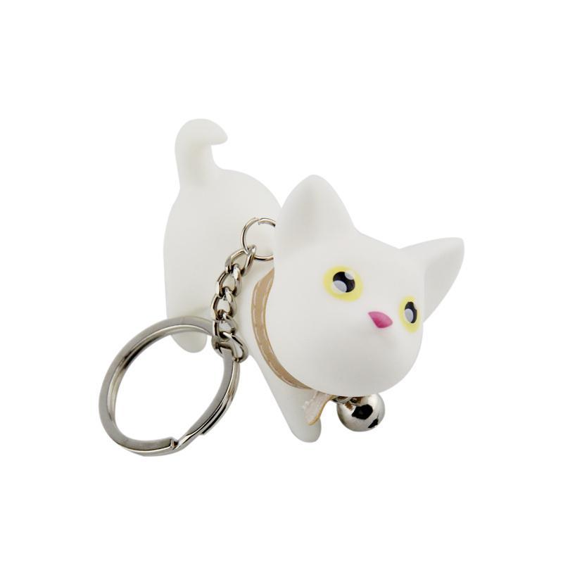 Fehér cica bézs nyakörvvel