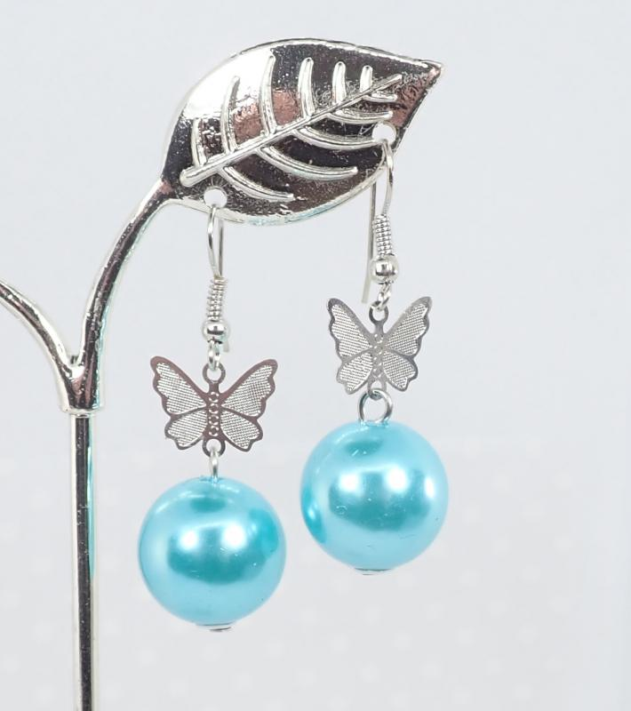 Gyöngyös-pillangós fülbevaló, világoskék