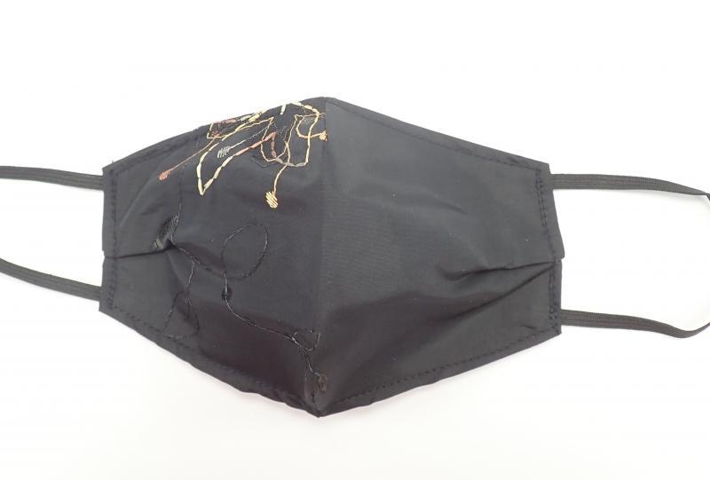Hímzett, fekete maszk M 2