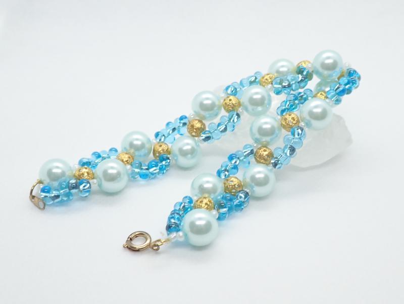 Kék-arany fűzött karkötő