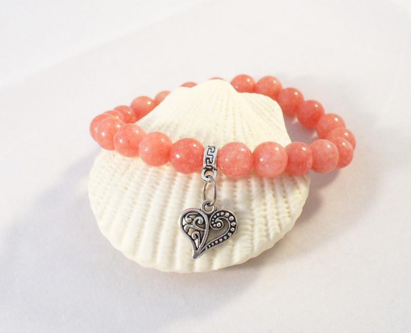 Korall színű karkötő szív medállal