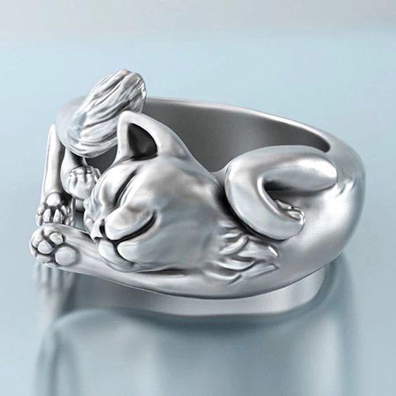 Nyújtozkodó cica gyűrű