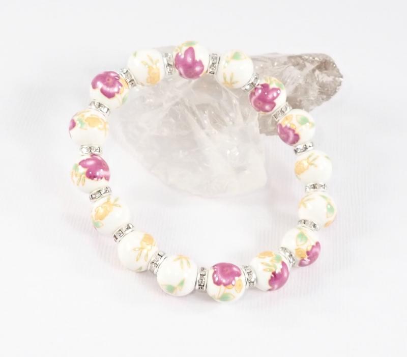 Porcelán karkötő lila és sárga virágokkal