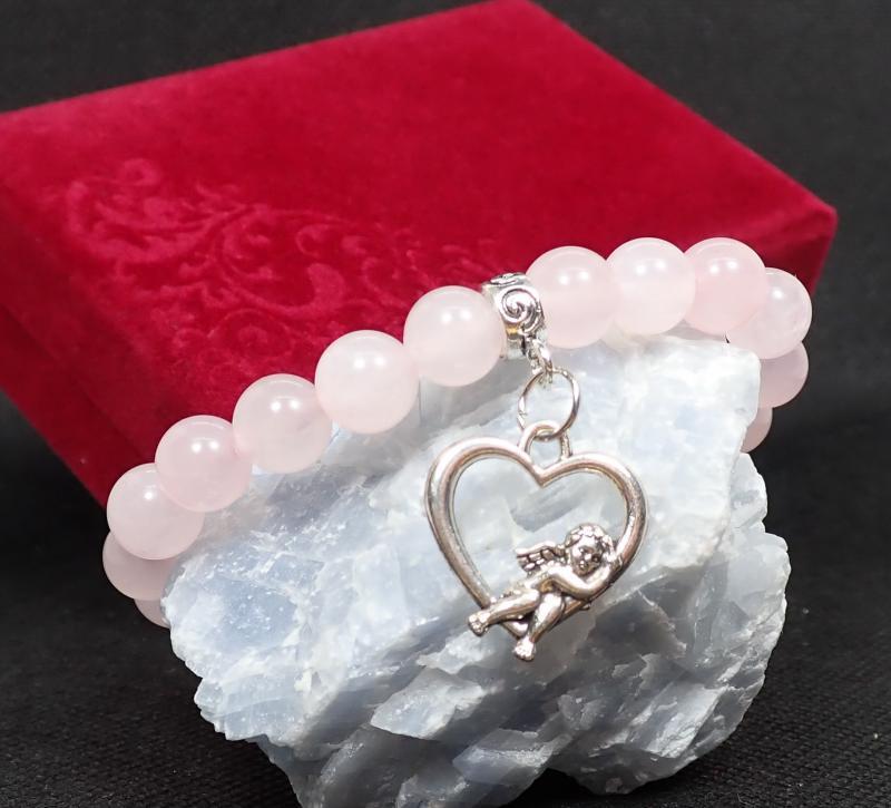 Rózsakvarc karkötő szívvel, bársony dobozban
