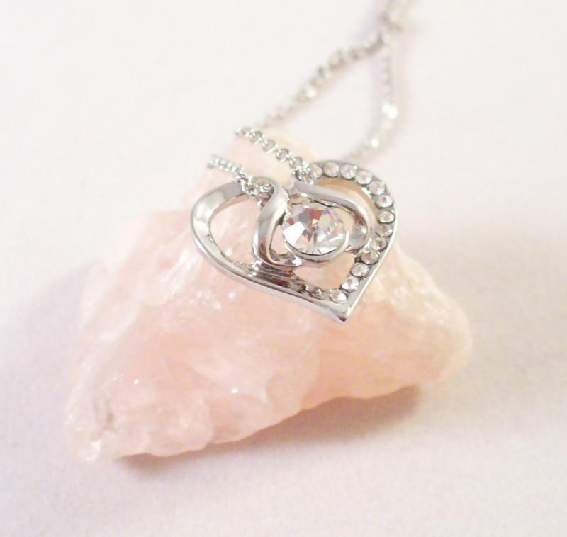 Szív medál csillogó kövekkel