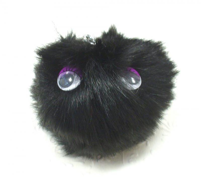 Szőrgombóc (pompom) szemekkel, fekete