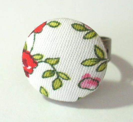 Textilgombos gyűrű, fehér