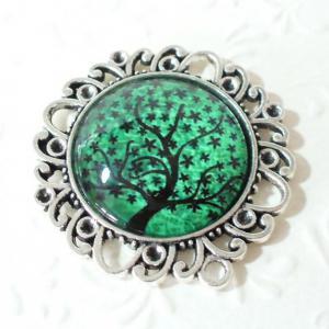 Fekete fa zöld háttéren, medál