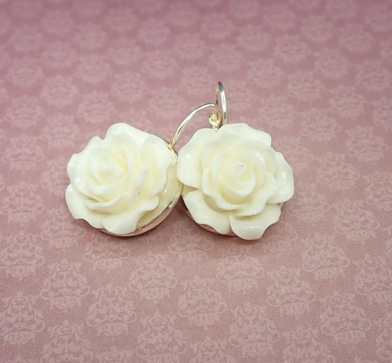 Törtfehér rózsa fülbevaló