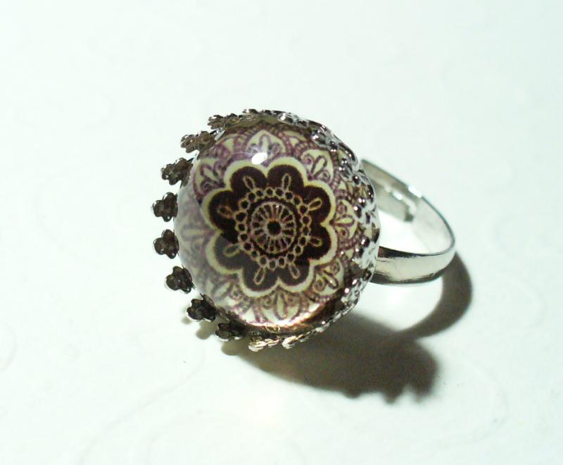 Üveglencsés, barna mandalás gyűrű