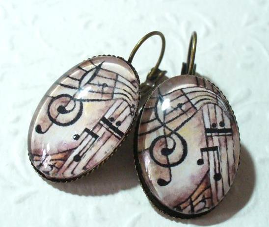 Violinkulcs barna árnyalatokban fülbevaló