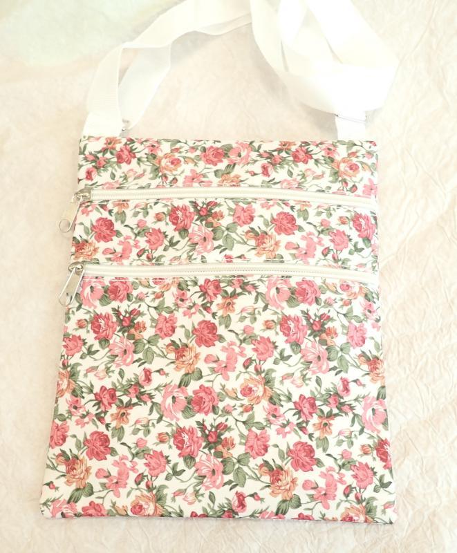 Virágos nyári táska fehér
