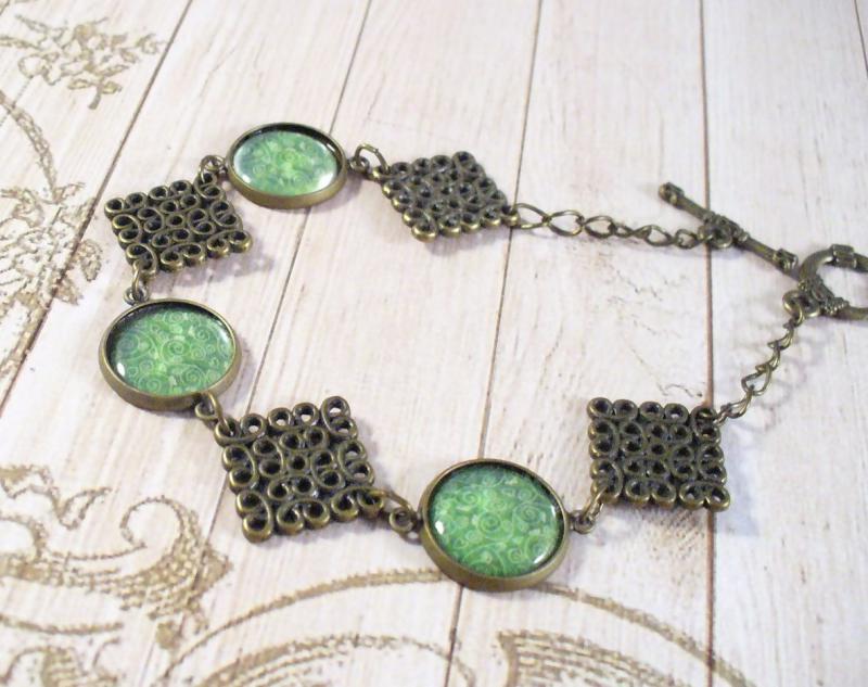 Zöld és bronz karkötő