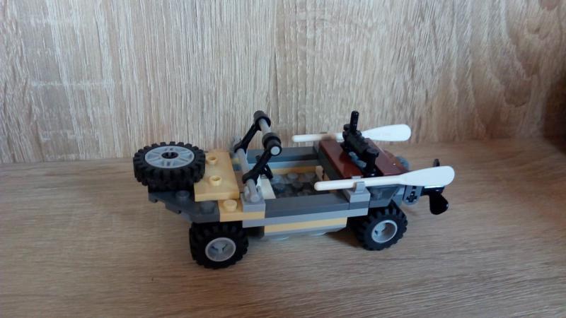 LEGO Volkswagen Schwimmwagen Type 166 egyedi összeállítás
