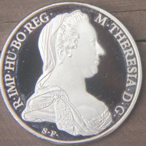 II. Mária (Terézia) magyar királynőnk 1717-1780 emlékére kiadott érem