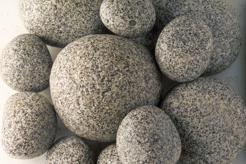Gránit görgeteg kő, só-bors 10-30cm
