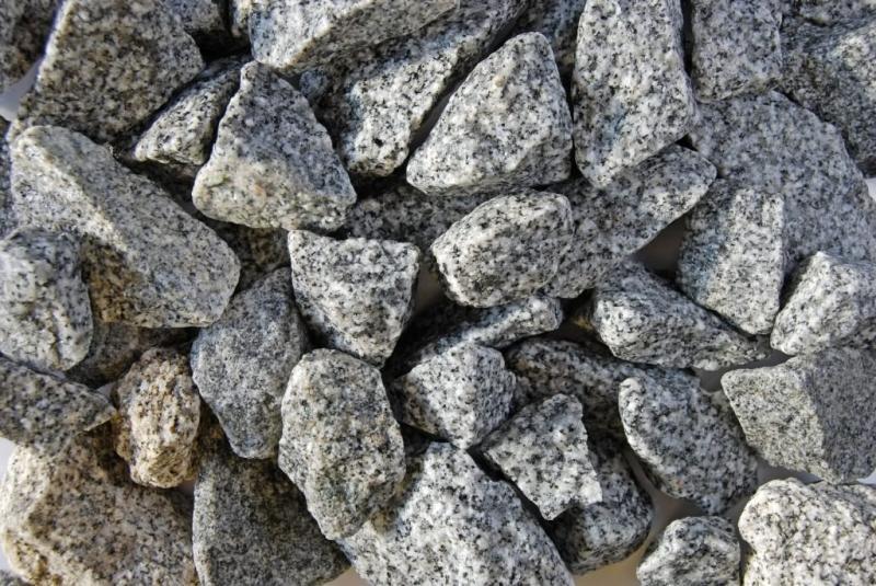 Gránit törmelék, só-bors, 25 kg/zsák 25-50 mm