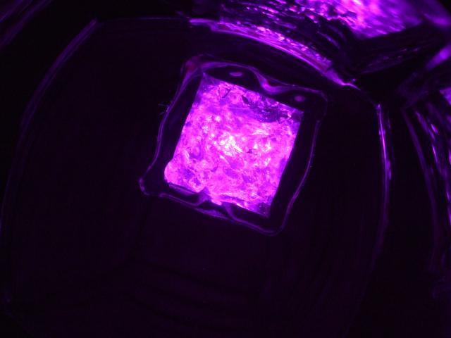 Világító jégkocka pink színben - 8 db