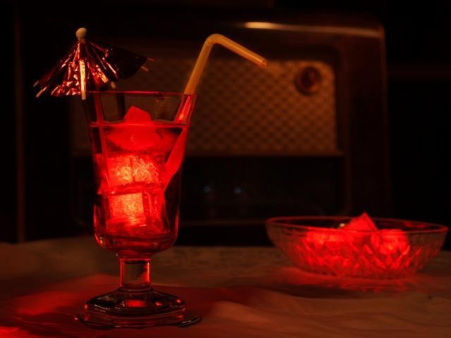 Világító jégkocka piros színben - 8 db