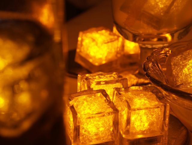 Világító jégkocka sárga színben - 8 db