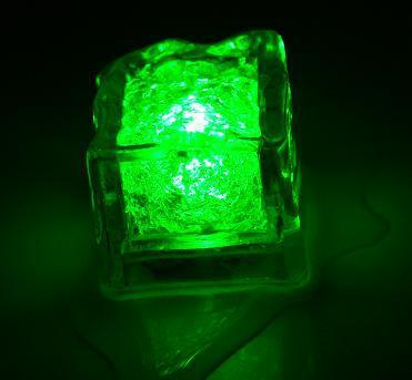 Világító jégkocka zöld színben - 8 db