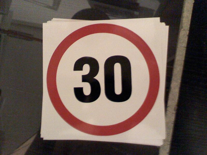 Maximális sebesség matrica 30 Km Készlet kisöprés!