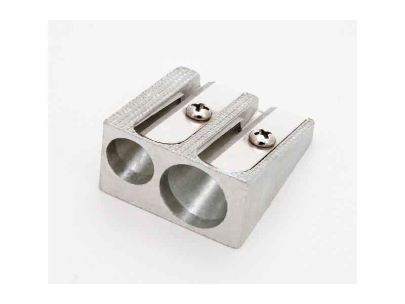 Hegyező 2 lyukú fém EAGLE TY627