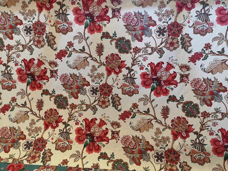 Lakástextil ekrü alapon piros virágok 140 cm széles