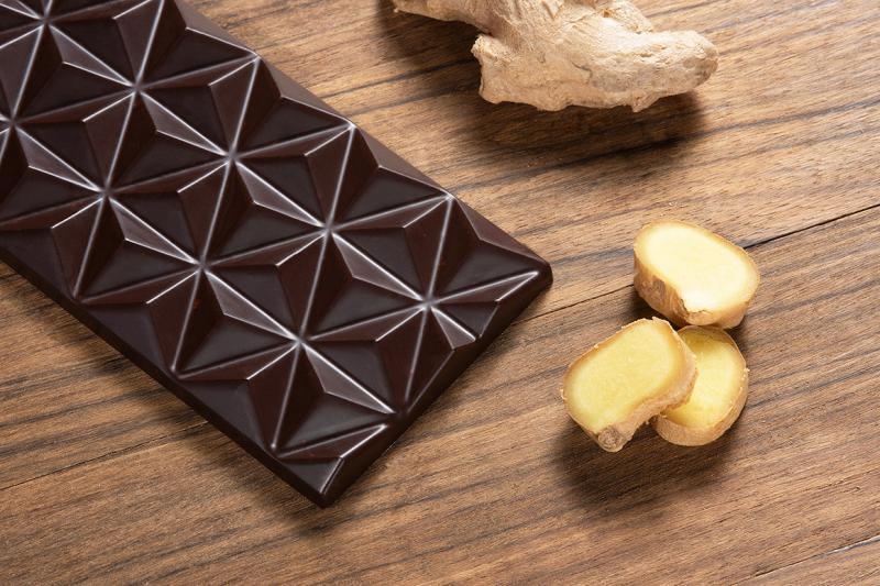 80%-os étcsokoládé gyömbérrel fűszerezve