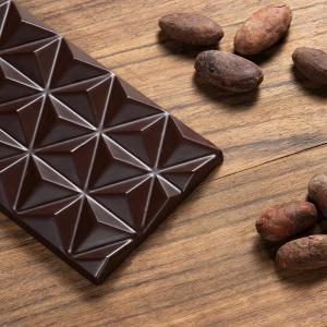80%-os étcsokoládé aprított kakaóbabbal