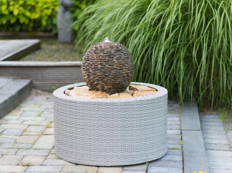 Wicker VII dekorfonott fal kerti csobogóhoz