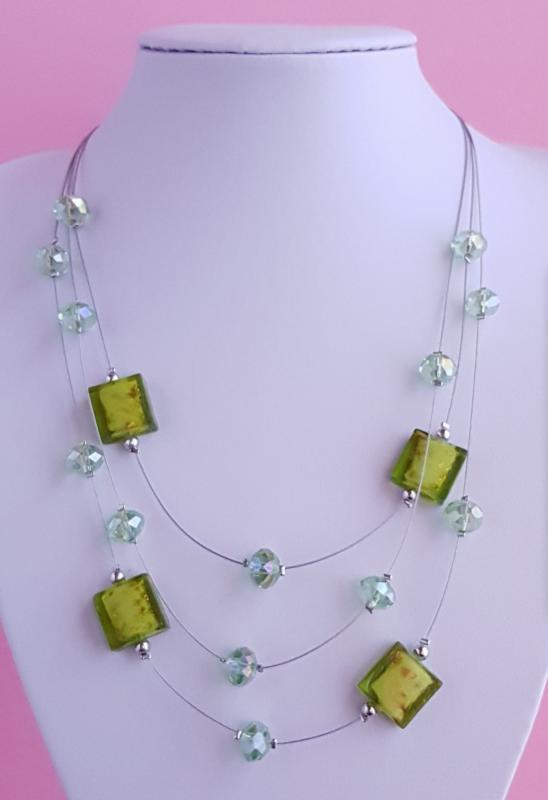 3 soros, zöld, gyöngy nyaklánc