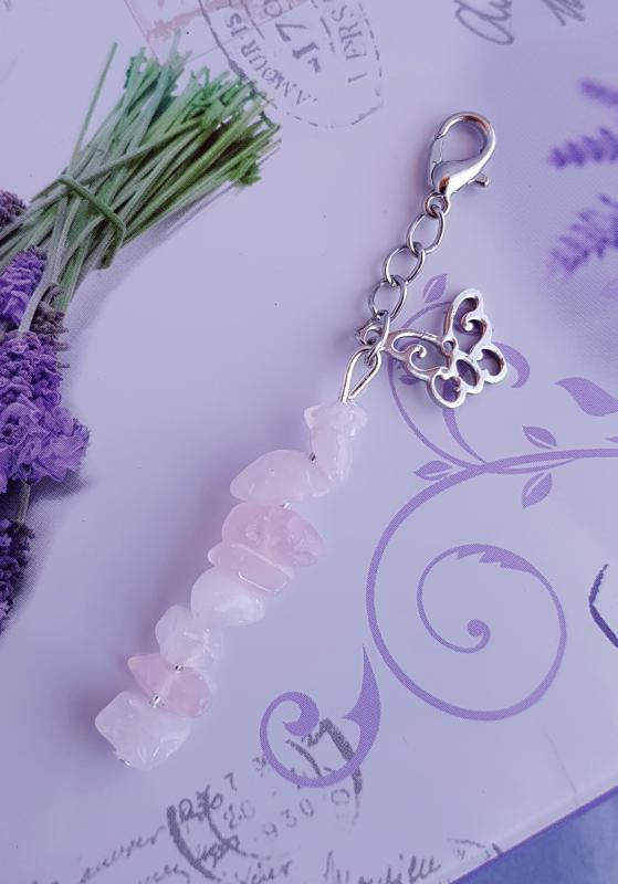 rózsakvarc kulcstartó pillangó medállal