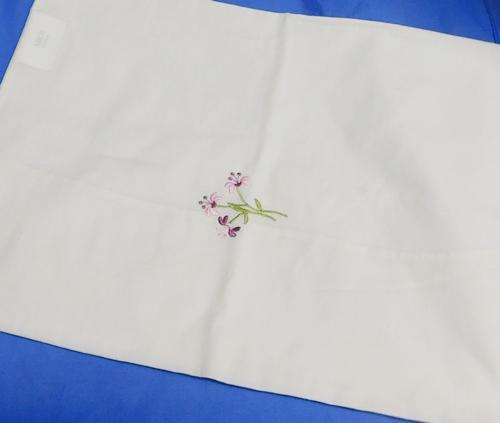 Hímzett virágos félpárnahuzat