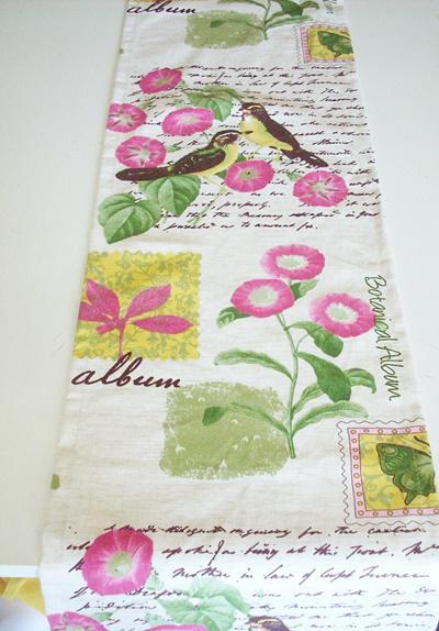 Madaras virágos hosszú terítő, asztalközép