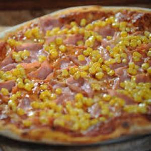 Akciós pizza (Sonka-kukorica)