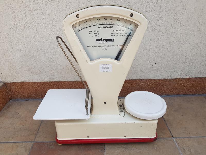 Mérleg, retró súlyokkal