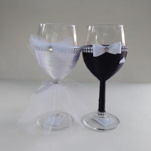 Egyedi, díszített borospoharak