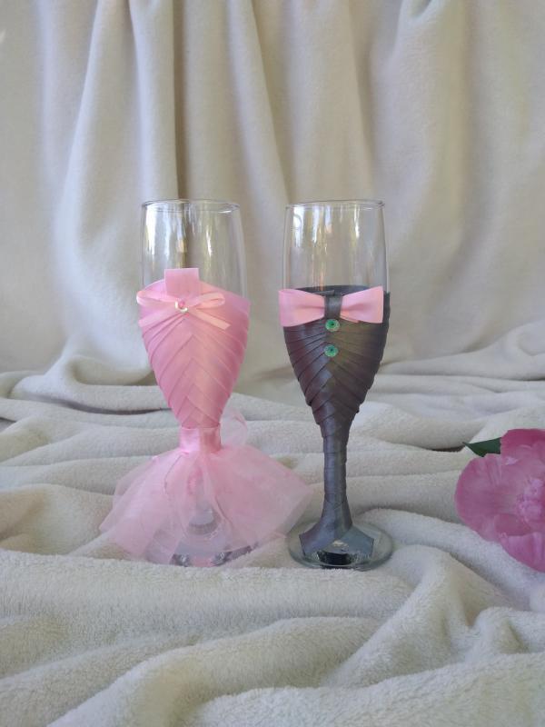 Díszített pezsgős pohár, rózsaszín, szürke