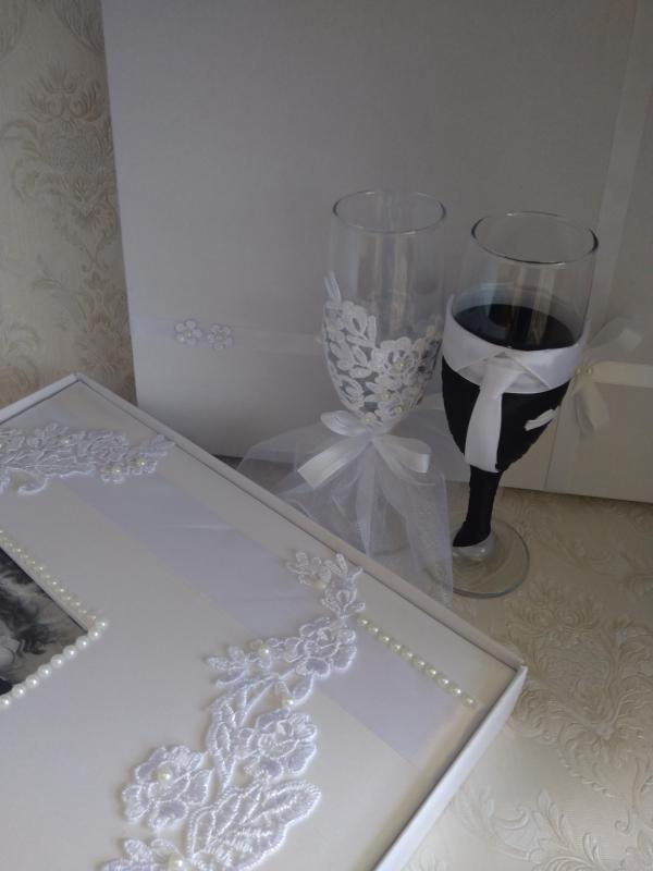 Esküvői pezsgőspohár fotóalbummal