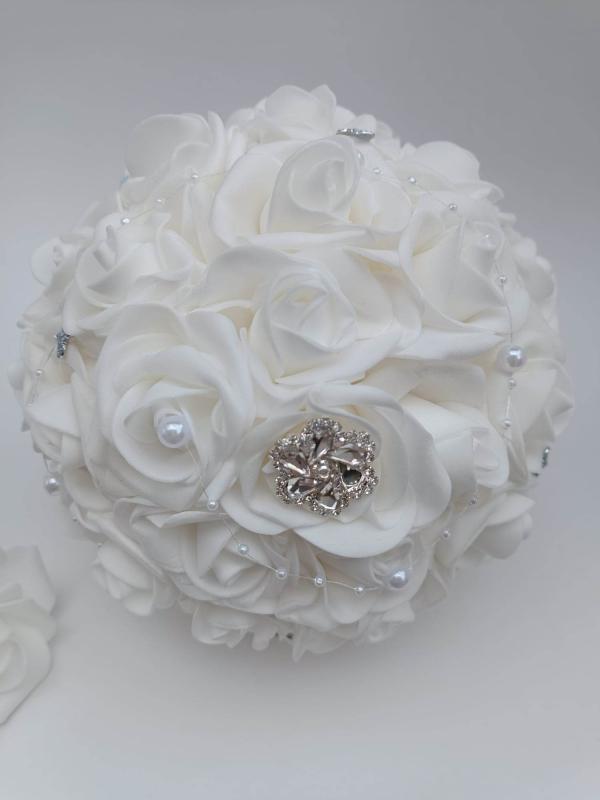 Fehér rózsa menyasszonyi csokor