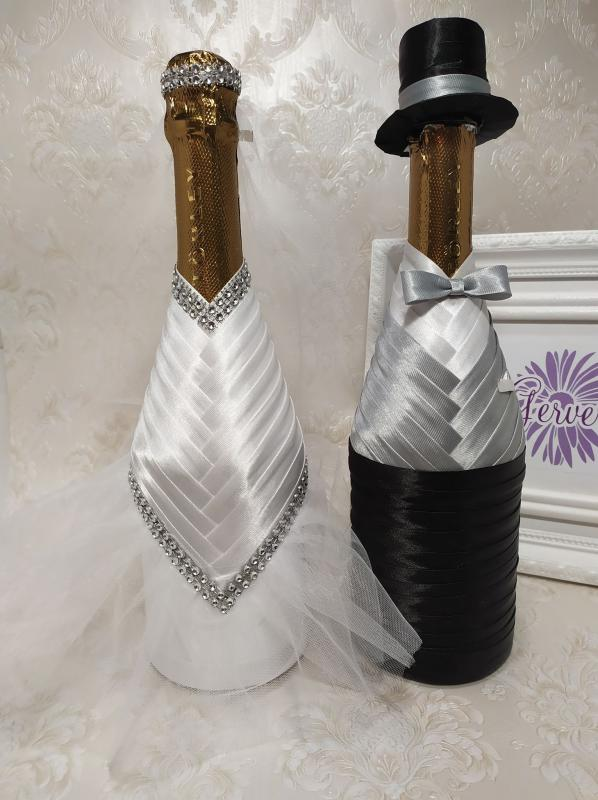 Menyasszony-vőlegény ruha pezsgőre, világos szürke
