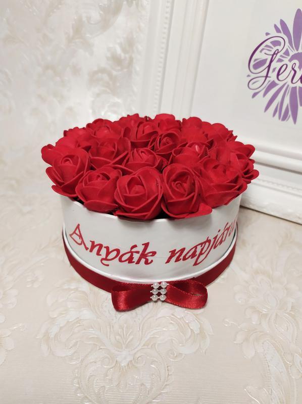 Mini virágbox anyák napjára, piros rózsa