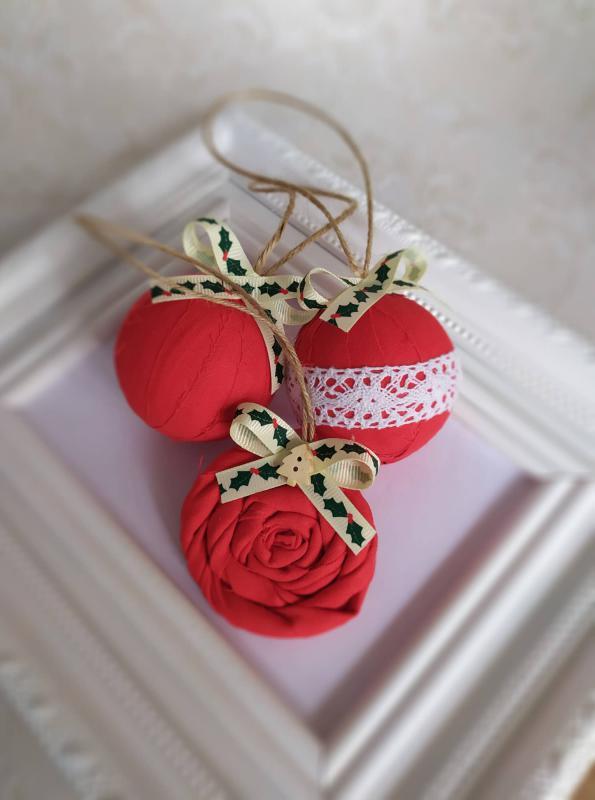 Piros karácsonyfadísz