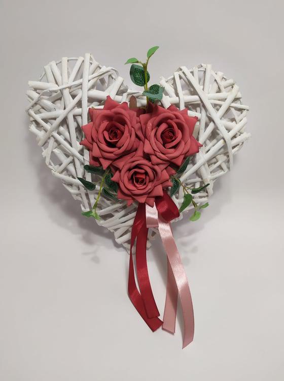 Rattan szív , rózsával