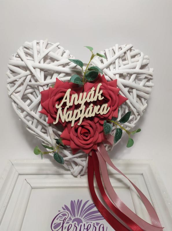 Rattan szív , rózsával, anyák napjára