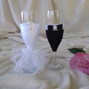 Pezsgős pohár esküvőre, gombos