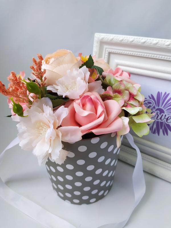 Virágbox, pöttyös, szürke