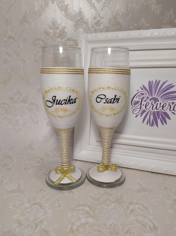 Zsinorozott pezsgőspohár, arany, névvel